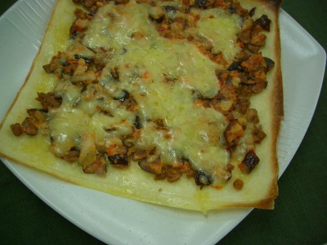 漬物と納豆のチーズピザ