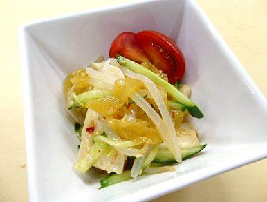 鶏肉と中華くらげのサラダ